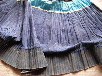 画像2: モン族(雲南ミャオ族)刺繍プリーツ巻きエプロンスカート