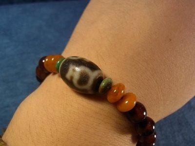 画像1: ジービーズ(宝瓶天珠)とチベットアンデシン(血珠)のブレスレット
