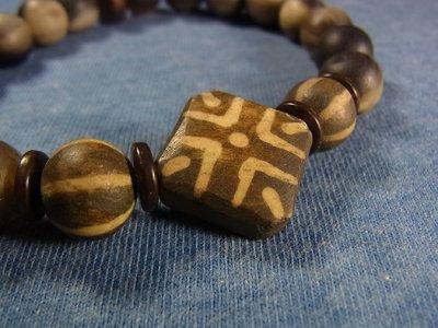 画像1: ミゾラムのパムテック(アンティーク)と羊角の数珠珠のブレスレット