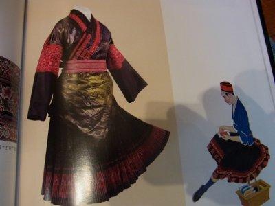 画像1: 貴州省黄平苗族(huan pin ミャオ) 藍染プリーツ 巻きスカート (綿) ロング丈