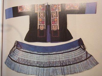 画像1: 貴州省貴定県苗族(小花ミャオ族) 藍染プリーツ巻きスカート