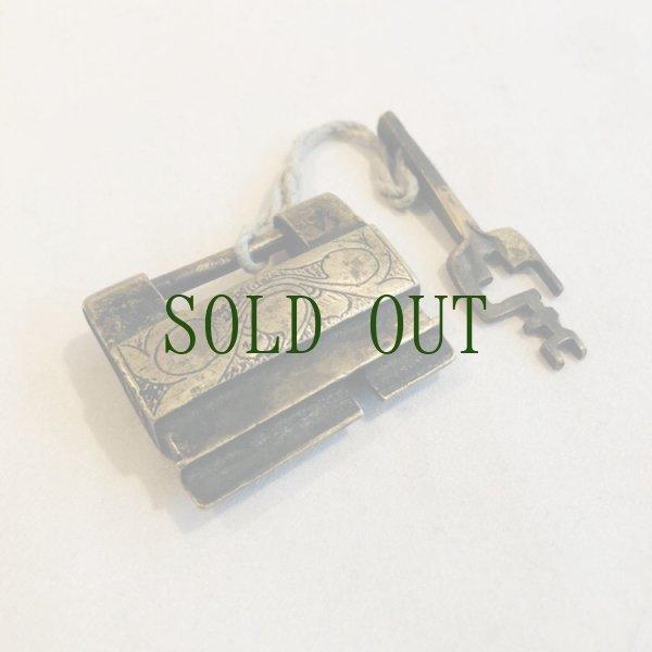 画像1: チベットの鍵と錠前 (Tibetan old padlock key) アンティーク (1)