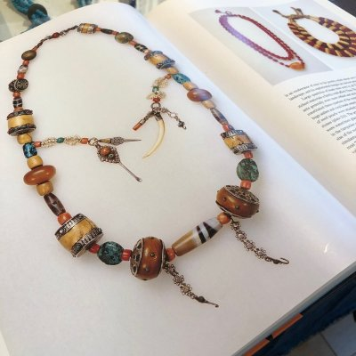 画像2: 古代チュムジー(老天珠・Ancient dzi )と老山亀珠のネックレス(MALA)