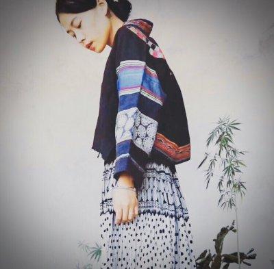 画像1: 貴州省布依族(プイ族) 刺繍・ろうけつ・藍染め 木綿ジャケット(ビンテージ)